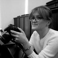 Портрет девушки с фотоаппаратом :: Михаил Зобов