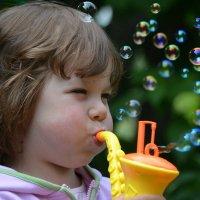 Девчонка и мыльные пузыри :: Anna Selezneva