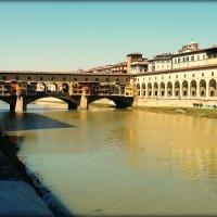 Понте Веккьо (Ponte Vecchio) на реке Арно во Флоренции :: Galina Belugina