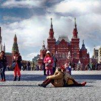 Туристы в Москве.Весна. :: Лара ***