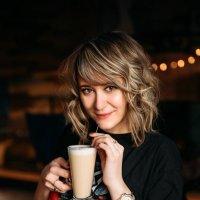 Девушка в кафе фотосессия :: Мария Зубова