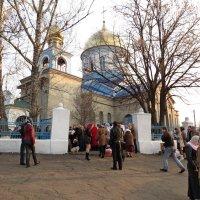 Перед храмом. :: Владимир Усачёв