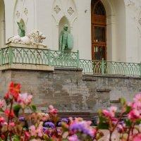 Белая башня в Александровском парке :: Надежда Лаптева