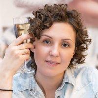 Девушка с бокалом. :: Анатолий Сидоренков