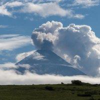 Извержение вулкана Ключевская сопка утром. :: Валерий Давыдов