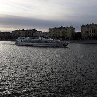 пароход белый-беленький или оттенки серого :: Олег Лукьянов