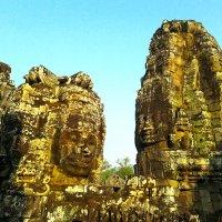 Храм Байон в лучах утреннего солнца. :: Елена