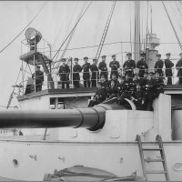 "Officers pose near one of the two 10 main guns on I.J.N protected cruiser ""Naniwa"". :: Александр"