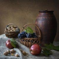 Натюрморт с фруктами и орехами :: Ирина Приходько