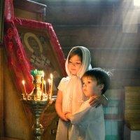 в храме :: Наталья Могильникова