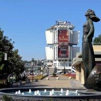 Скульптура «Ростовчанка» на набережной – это символ красоты ростовских женщин :: Татьяна Смоляниченко