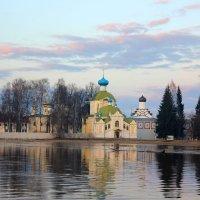 Церковь Крылечко :: Сергей Кочнев