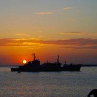 Закат в Севастопольской бухте :: Рашид