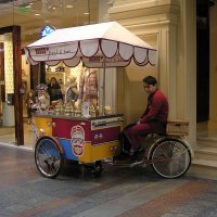 Продавец сладостей :: dindin