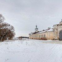Стены Юрьева монастыря на берегу р.Волхов :: Константин