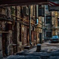 Старый дворик. :: Андрей Лобанов