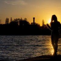 Силуэт на фоне заката... :: Сергей
