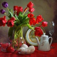 Красные тюльпаны :: Larisa Simonenkova