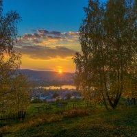 Вечер в поселке :: vladimir Bormotov