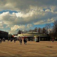 Весна у метро Парк Победы... :: Sergey Gordoff