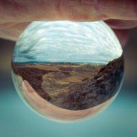 Мир в стеклянном шаре :: Ирина