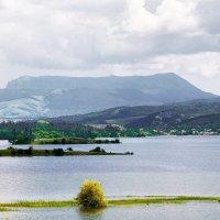 На берегу симферопольского моря... Гора Чатырдаг... :: Сергей Леонтьев
