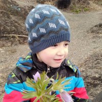 Кирилл! Не смотря на запрет,всё таки нарвал цветочков для мамы! :: Ирина Антоновна