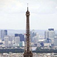 На фоне новостроек Парижа :: Александр Рябчиков