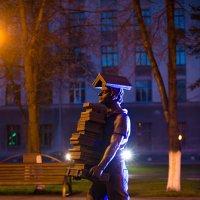 скульптура студента  в сквере около СибГИУ :: Юрий Лобачев