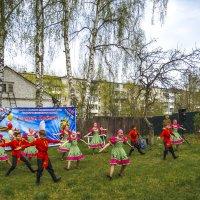 На импровизированной сцене :: Сергей Цветков