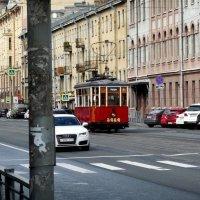 Старое и новое на улицах Петербурга :: Надежда