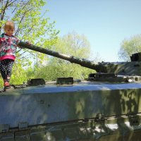 Дети на танке :: Ирина Via