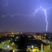молня над городом :: Георгий