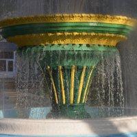Великие Луки, фонтан, 11 мая... :: Владимир Павлов