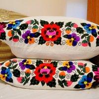 Вишиті подушки від матусі Анни :: Степан Карачко