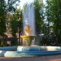 Великие Луки. Фонтан на площади Ленина цветной... :: Владимир Павлов
