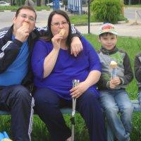 когда мама любит мороженое... :: Галина Филоросс