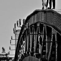 Люди на мосту :: олег свирский