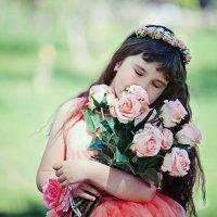 Девочка с цветами :: марина алексеева