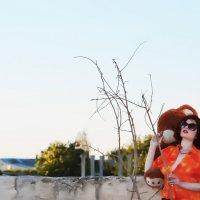 на руинах старого здания :: Роза Бара