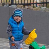 Мальчик на прогулке. :: Serge Lazareff