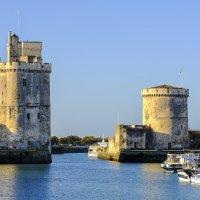 Никольская башня и башня Цепи в г. Ла Рошелль :: Георгий
