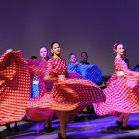 В вихре танца :: lyudmila Курлова