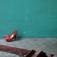 Ах! Золушка городская....обронила сразу две туфли! :: Ольга Кривых