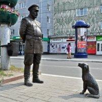"""Скульптурная группа """"Городовой с собакой"""" :: Лариса Вишневская"""