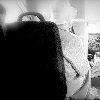 поездка в автобусе. :: Любовь