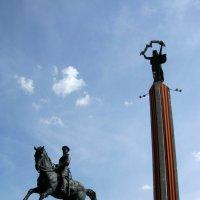 Памятник маршалу Жукову на площади Победы. :: Лариса Вишневская