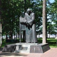 Памятник Н.В.Гоголю. :: Лариса Вишневская