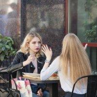 Слушая рассказ подруги :: Александр Степовой