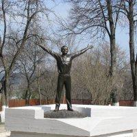 Памятник Ю. Гагарину :: Лариса Вишневская